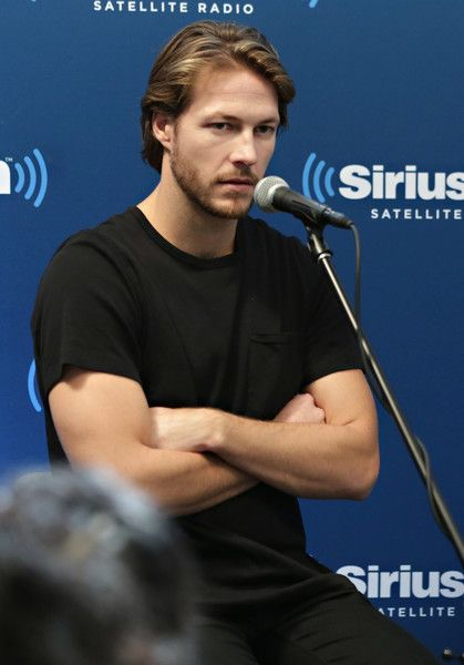 Luke Bracey Photos Photos - Actor Luke Bracey takes part in SiriusXM's 'Hacksaw Ridge' Town Hall featuring Director Mel Gibson and actors Vince Vaughn and Luke Bracey hosted by John Fugelsang on November 2, 2016 in New York City. - SiriusXM's Hacksaw Ridge Town Hall Featuring Director Mel Gibson, Vince Vaughn, And Luke Bracey