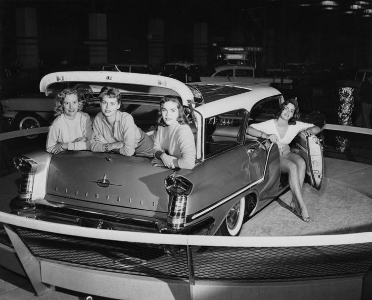 Models posing with an Oldsmobile station wagon at an auto show. 1956.: Oldsmobile Showroom, Classic Cars, Stations Wagon, Vintage Cars, Fiestas Stations, 1957 Oldsmobile, 1950S American, Showroom Models, Oldsmobile Fiestas