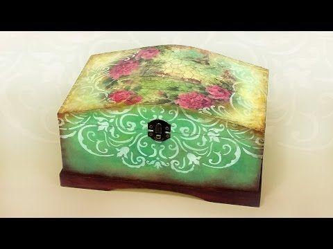 Vintage láda domború csipke mintával // Vintage chest with lace pattern