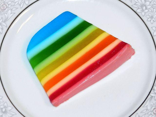 http://www.gosteieagora.com/2013/08/01/como-fazer-a-gelatina-colorida-em-camadas/