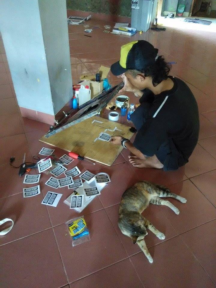 sablon ceria edisi leburan stiker #sablon #stiker #sticker #printmaking #art #order #basukiadx #dropoutsablon #adxprintstudio #asu #goblok #kopi #udud #kucing #cat #lembur