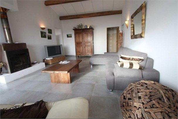 Magnifique villa à vendre chez Capifrance à Sartene.    Cadre idyllique, tombez sous le charme de cette somptueuse propriété de 200 m², 10 pièces dont 5 chambres.    Plus d'infos > Emmanuel Di Pasquale, conseiller immobilier Capifrance.