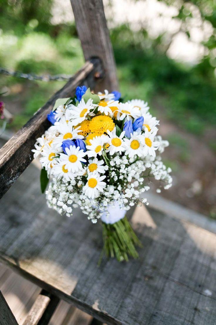 Ramo de novia con margaritas, gypsophila y más flores silvestres. Foto: Frauh …