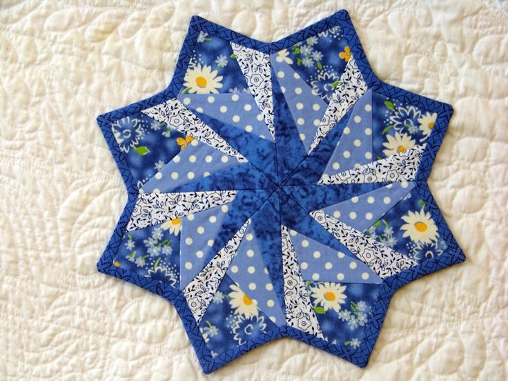 Best 25+ Quilted table toppers ideas on Pinterest | Quilted table ... : quilted table toppers - Adamdwight.com