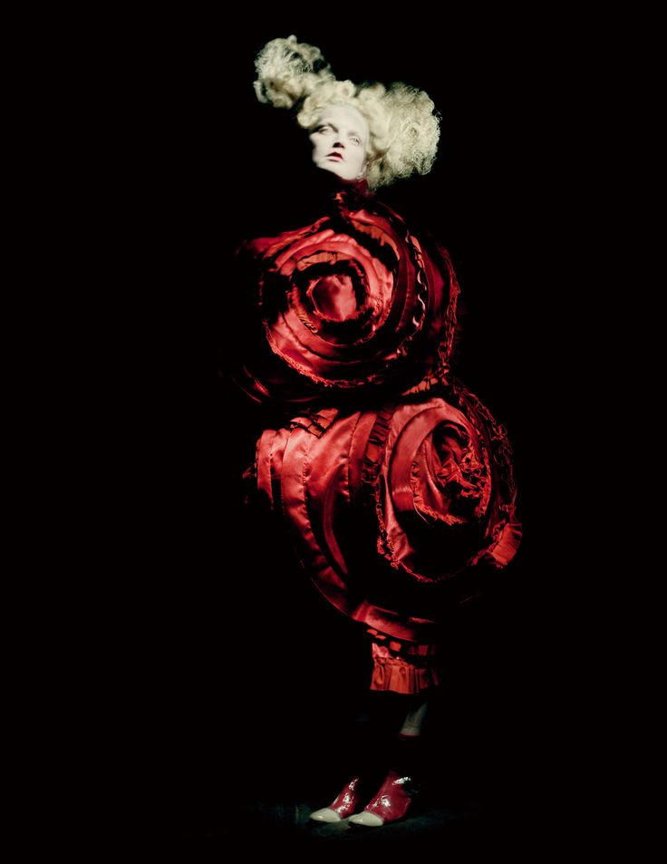 Rei Kawakubo for Comme des Garçons. Blood and Roses, spring/summer 2015; Courtesy of Comme des Garçons. Photograph by © Paolo Roversi; Courtesy of The Metropolitan Museum of Art.