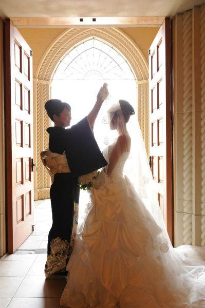 大好きなお母さんにベールダウンをやってもらう♡ 感動的なウェディングのアイデア。結婚式・ブライダルの参考に☆
