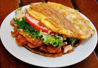 ◾Patacón El patacón o tostón es un platillo hecho a base de plátano verde frito y aplanado. Es tradicional en varios países de Latinoamérica. En Venezuela se consume en todo el país y es servido como acompañamiento de platos de pescado. En otras regiones de ese país se sirve como una especie de emparedado utilizando los tostones de plátano como si fuera el pan. Se ofrece como comida rápida y es acompañado con ensalada rallada, queso, jamón, salsa, mayonesa y mostaza