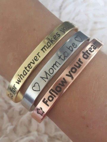 Laat bij Yfyjewels je eigen tekst op een armband graveren. €8,95
