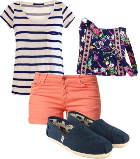 There are 3 perfect summer outfits for me and this is number 1 .... Colored shorts and a t-shirt!!!!