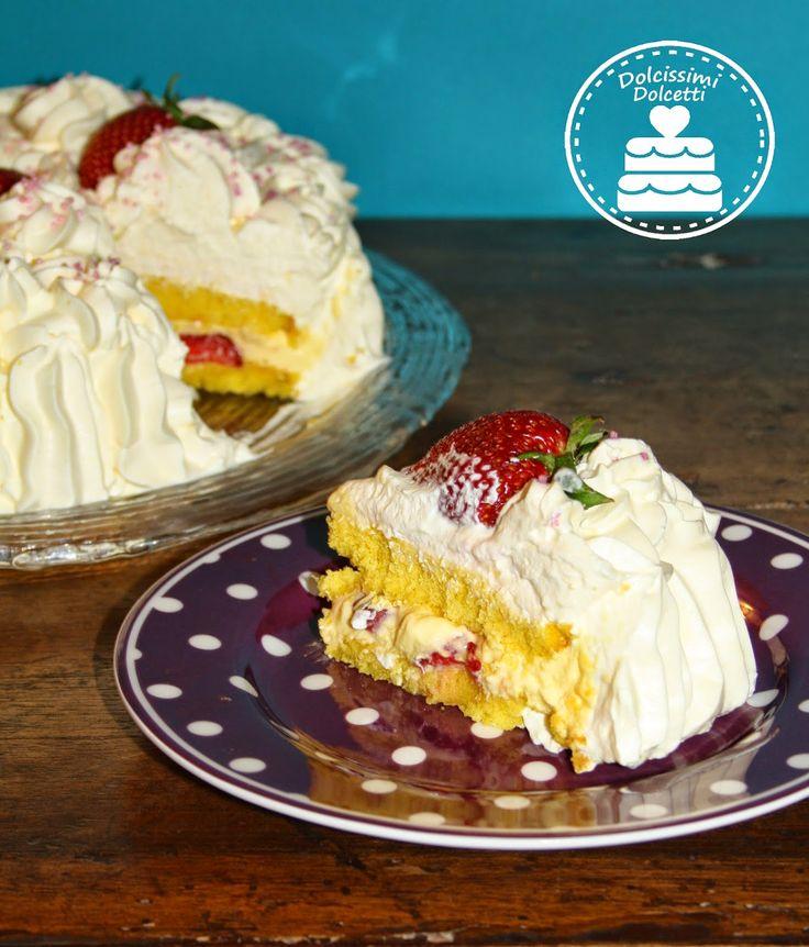 Strawberry Cake - Torta con fragole, crema chantilly e panna montata