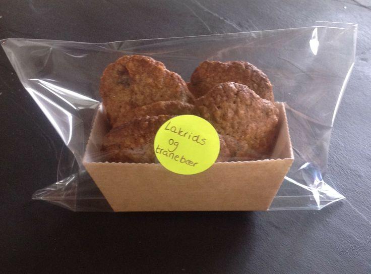 Farmor hygge. Cookies med tranebær og lakrids.