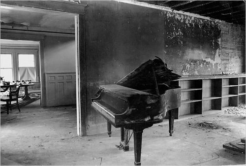 suicideblonde:    Grey Gardens in 1978 -When Ms. Quinn touched a key on this piano in the living room, the whole thing collapsed and fell through the floor.