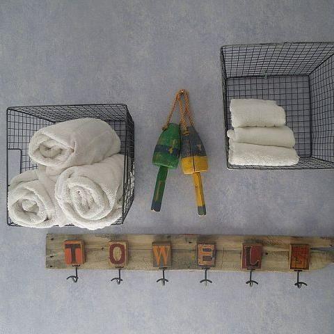 pallet wood towel rack pallet pinterest pallet wood. Black Bedroom Furniture Sets. Home Design Ideas
