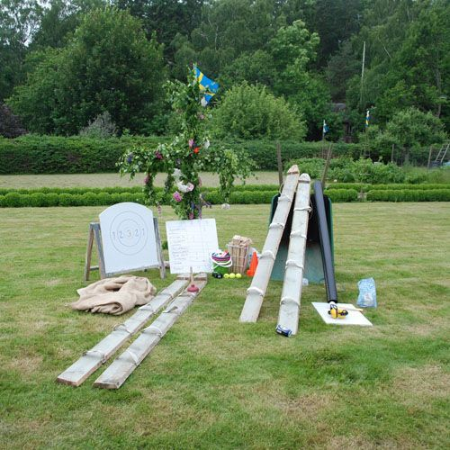 Nu lagom inför midsommarfesten kan det vara en idé att förbereda lite lekar utomhus i trädgården. // Outdoor games at midsummer in Sweden