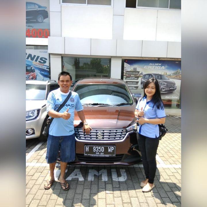 Sales Marketing Mobil Di Dealer Suzuki Ungaran Memberikan Informasi Alamat Showroom Harga Terbaru Promo Paket Kredit Diskon C Mobil Baru Mobil Mobil Bekas