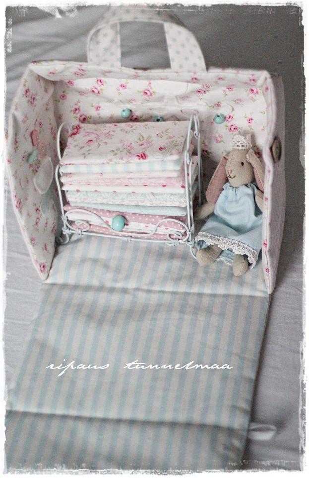 ripaus tunnelmaa: fabric dollhouse