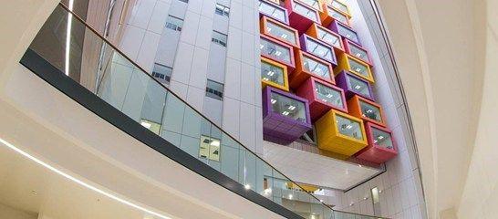 Glasgow boří bílou nemocniční nudu | Insidecor - Design jako životní styl