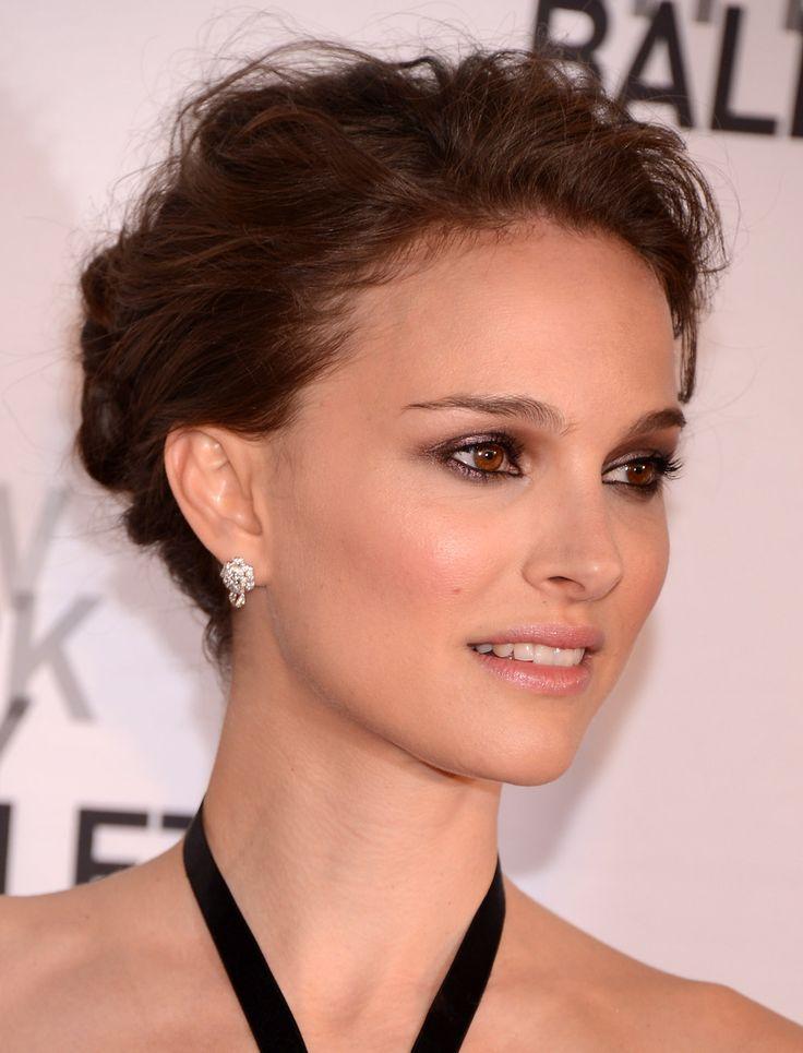 Le maquillage de Natalie Portman, avec un discret d'eye-liner pour surligner son regard aux yeux bruns. Un joli maquillage des yeux dont on s'inspire.
