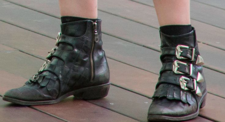 "pilota on Twitter: ""things i love about Love: gillian jacobs' boots. where can i get those"""