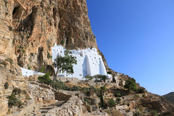 Amorgos est l'île la plus orientale des Cyclades, c'est sur cette île ou fut tourné certaines séquences du film le Grand Bleu.