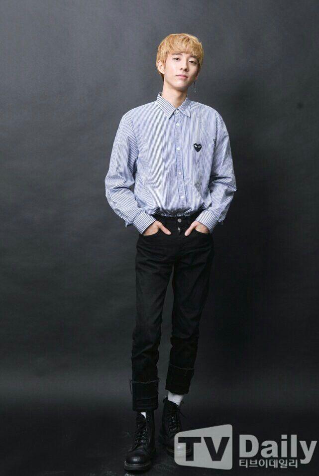 Pin By Grace Dav On Holland Shinee Jonghyun Holland Kpop