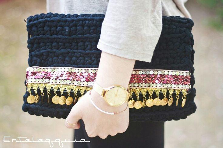 NUEVO MODELO!!!!!!!!!!!! Estamos enamoradas de este bolso! (y con el resto de la colección, claro) se llama 'GARA', perfecto para combinarlo con tus looks veraniegos!  Y sabemos que muchas de vosotras no vais a poder resistiros a tenerlo en vuestro armario.  Podés poneros en contacto con nosotras a través de un MD o bien en nuestro correo electrónico enteleqquia@hotmail.com  #Handbagmadewithlove #GARA  #enteleqquia #clutch #handbag #bolsodemano #bolso #hechoamano #handmade #spring #summer