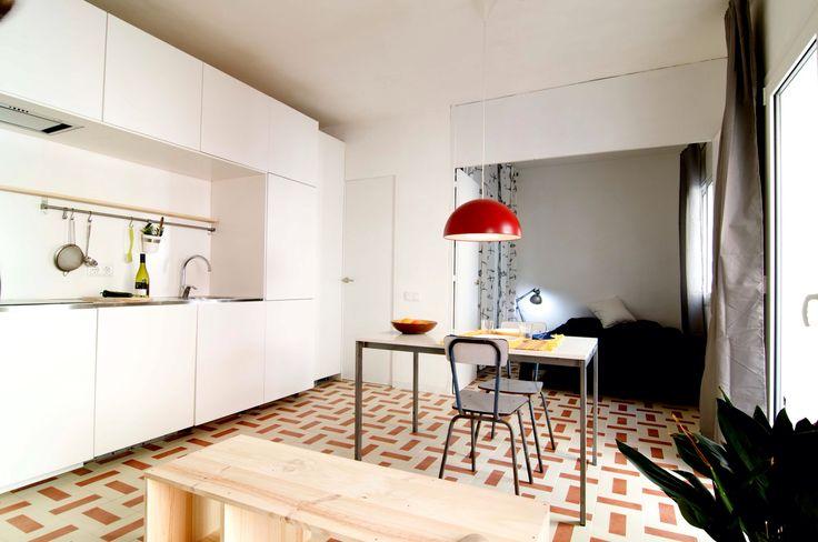 Barceloneta apartment refurbishment, folding wall