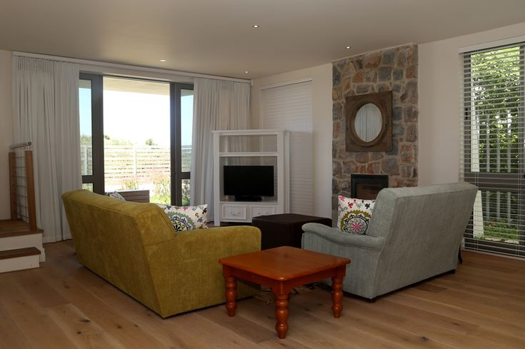Hermanus Vista: Lounge, Living Area. FIREFLYvillas, Hermanus, 7200 @FIREFLYvillas, bookings@fireflyvillas.com, #HermanusVista #FIREFLYvillas, #HermanusAccommodation