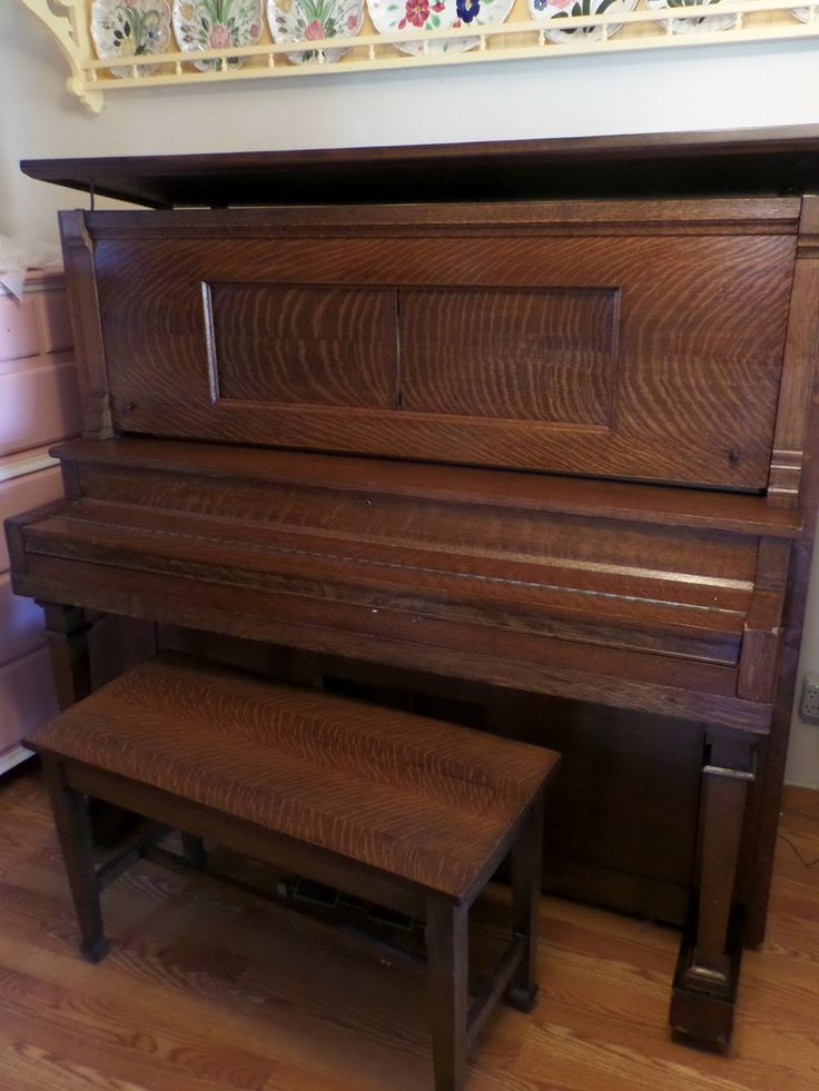 Gorgeous player piano for sale! Fully functions in tiger oak case!