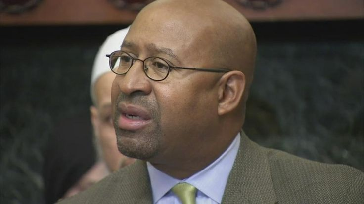 Philadelphia's chief financial watchdog says former Mayor Michael Nutter and others owe the city more than $200,000.
