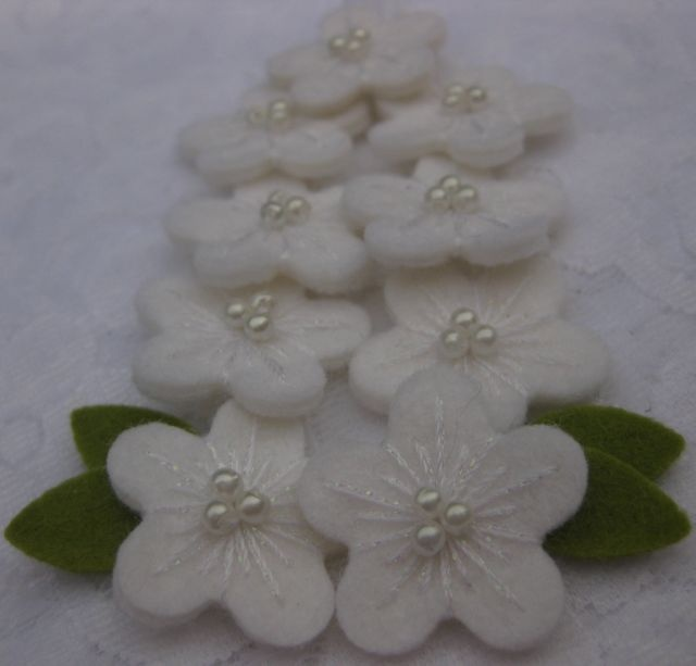 feltflowers from woolfelt - pure white!