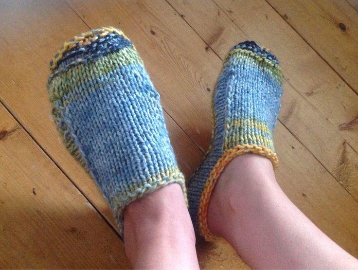Pantoufles unisexes, tricotés à la main, avec semelles de feutre antidérapantes   8$
