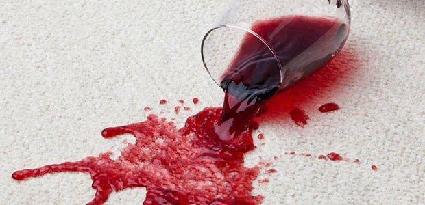 Como tirar manchas de vinho tinto