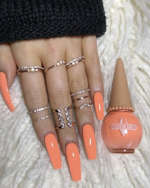 The color and shape of nail is beautiful, the length is a bit long but works for the model.