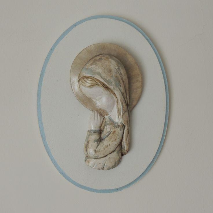Virgen Niña patinada, sobre madera pintada