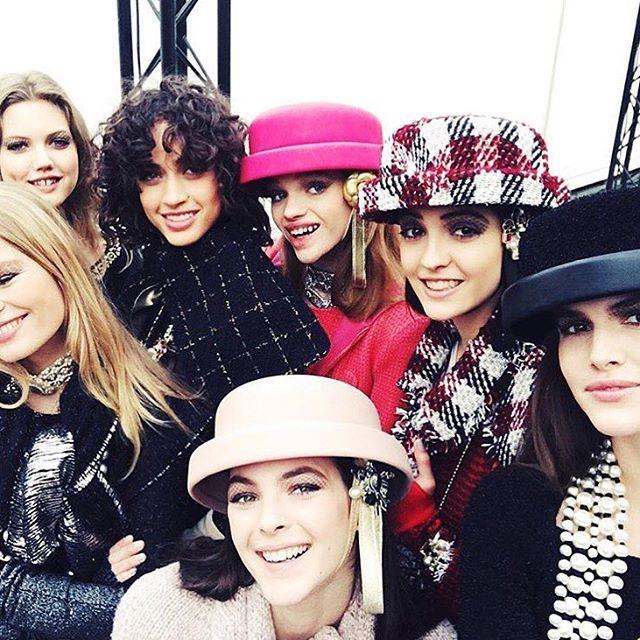 Pin for Later: Tout Ce Qu'il Faut Savoir Sur le Défilé Chanel Automne/Hiver 2016 Toutes les It Girls Étaient Là
