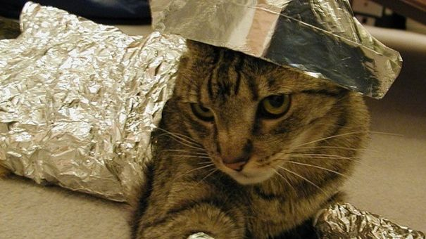 36 Uses for Tin Foil: Car, Foil Hat, Tins, Aluminum Foil, Tin Foil Curls, House, Hair