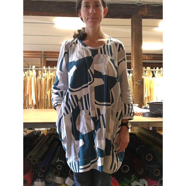This is one of my favorite things recently made- it's a Vogue Marcy Tilton pattern. The tunic has interesting shaping/seam lines and pockets tucked into the side seams. #voguepatterns #v9171 #marcytilton