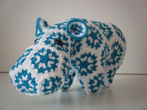 Gehaakt nijlpaard bestaande uit Granny Squares  door HandmadebyFieke