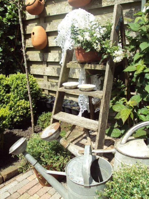 18 best images about garden on pinterest gardens ladder and old kitchen tables - Decoratie montee d trap ...