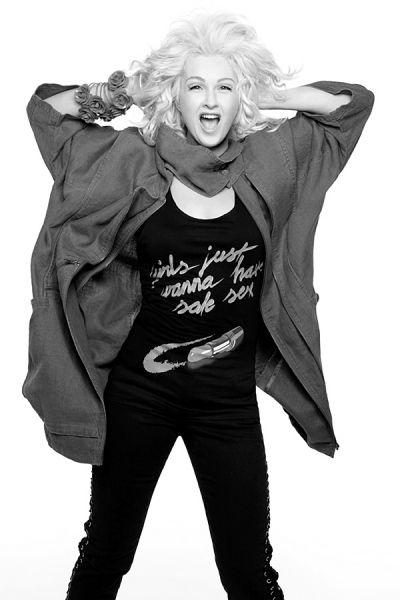 Fashion against AidsStars wie Tokio Hotel, Dita von Teese oder Katy Perry haben T-Shirts gegen AIDS entworfen. Sehen Sie hier das Video