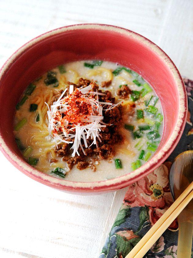 坦々麺ラヴァーも納得のクリーミーさ。でも、ローカロリーだからうれしい! 『ELLE a table』はおしゃれで簡単なレシピが満載!