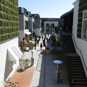 横浜みなとみらいにオープンモール型の商業施設マリン&ウォーク全25店舗を公開