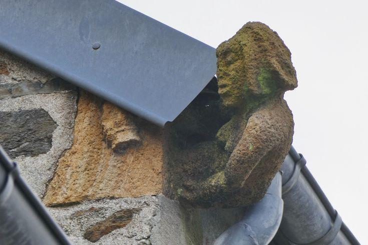 6, rue des Boucheries, Landerneau : femme buvant