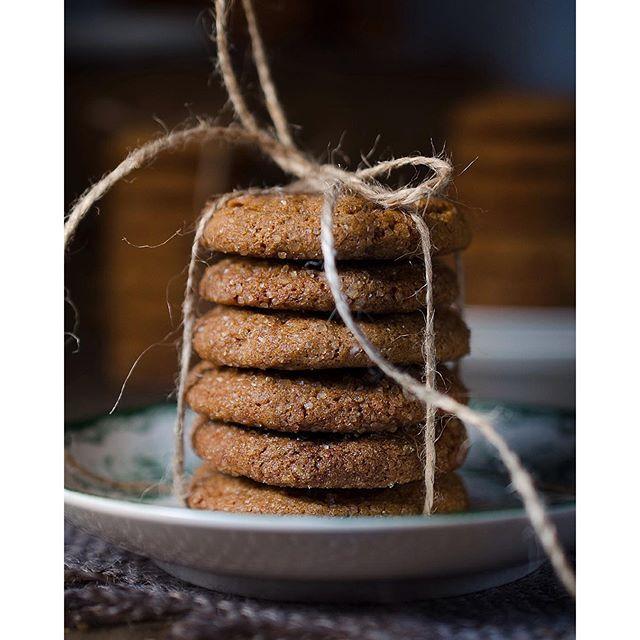 Om ingefära är så nyttigt som det sägs måste de här kakorna med både malen, färsk och kanderad ingefära vara rena rama hälsokosten. Supergoda och sjukt beroendeframkallande är de i alla fall. Direktlänk till recept finns här @175grader  #ingefära #gingersnaps #julbak #gingercookies #175grader #homemadecookies #baking #christmasbaking