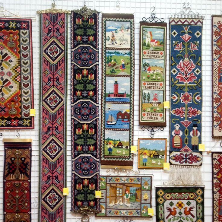1950〜80年代にスウェーデンで作られた、ツヴィスト刺繍。全面を手刺しで編んだように見える刺繍でスウェーデンの伝統工芸の商品です。壁掛けなどに。¥2,700(税込)~<ピーティオ>