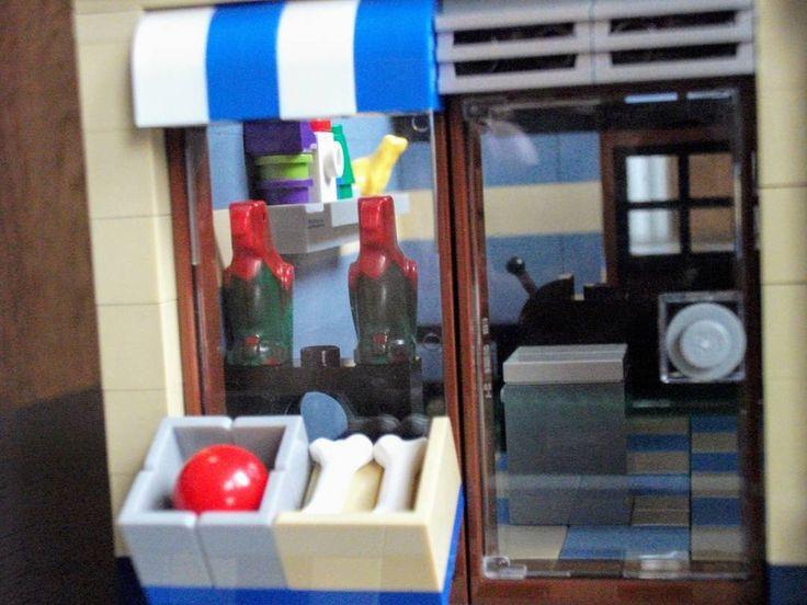 #lego #creator #city #legocity #legocreator #afol #instalei #instaafol #petshop #modular #modularbuilding #minifigs #minifigures #set #legominifigures #legofan #legophotography #legoafol #brickcentral #bricks #brick #bricknetwork #instaafol #instalego #legostagram #lego_hub #mycollection #toyphotography #toy #wilsburg