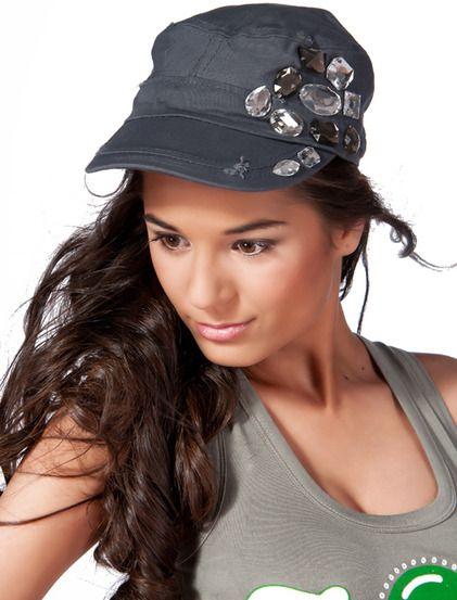 Καπέλο Σαββίνα - Καπέλο για casual εμφανίσεις, διακοσμημένο στο πλάι με πέτρες. 4,99 € #kapelo #accessories
