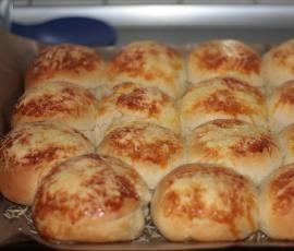 Rezept Käsebrötchen mit Fetafüllung von kajebandits - Rezept der Kategorie Backen herzhaft