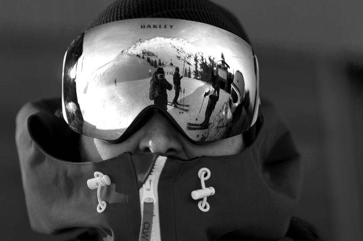 Les masques @oakley sont disponibles sur www.hawaiisurf.com  #oakley #hawaiisurf #shop #paris #france #goggles #masque #wintzr #hiver #snow #ski #skiing #snowboard #snowboarding #tbt #amazing #awesome